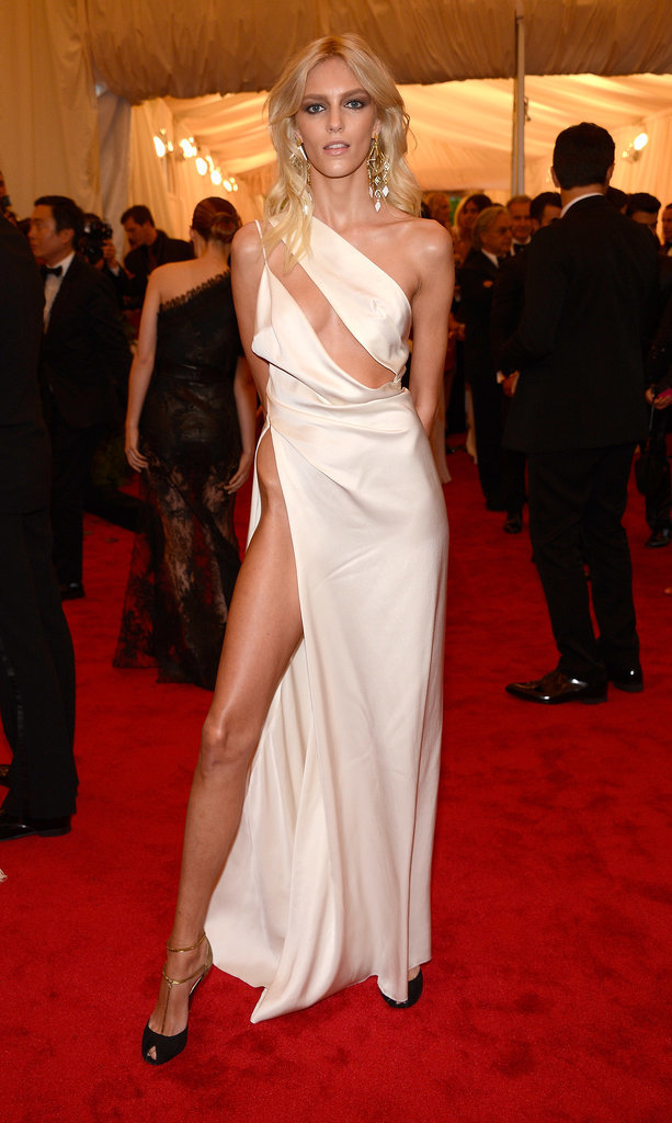 Anja-Rubik-Met-Costume-Institute-Gala